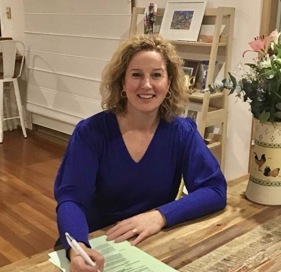 Ellie O'Neill signs with Allen & Unwin